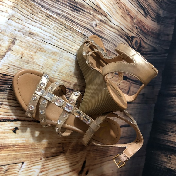 Report Shoes - NWOB gold/rhinestone  Report wedges size 8